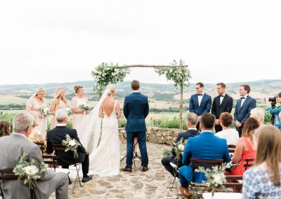 Al fresco wedding in Valdorcia