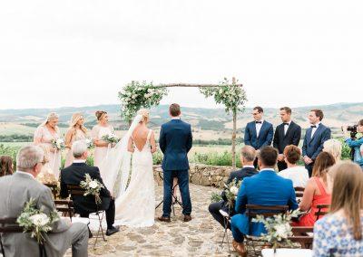 Al fresco wedding in Valdorcia